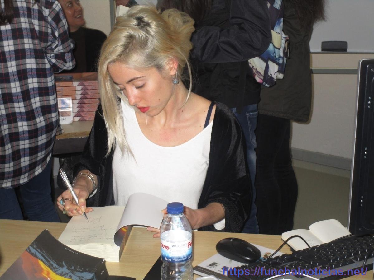 Patrícia Ribeiro apresenta livro na Escola Jaime Moniz