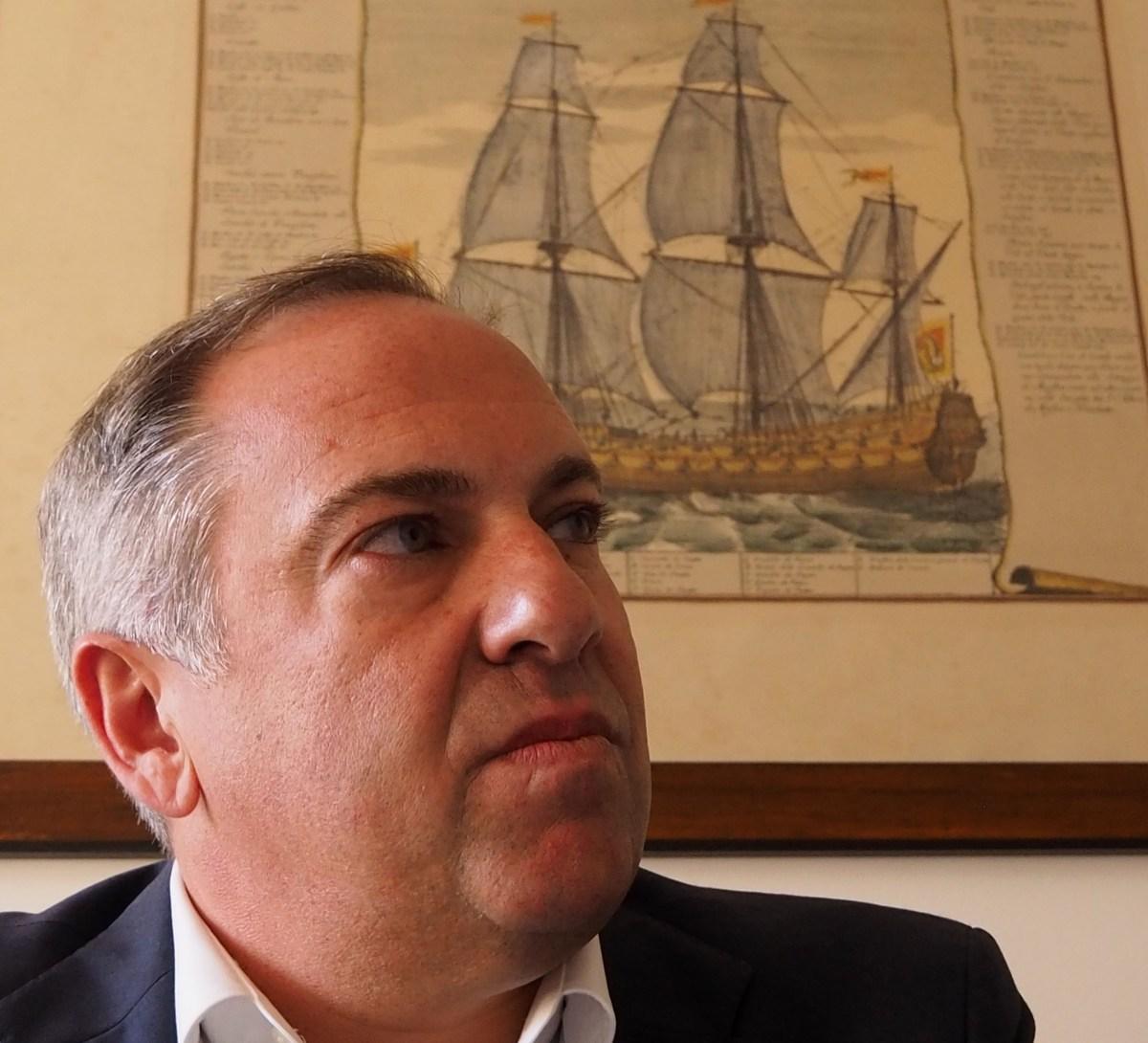 PSD-M contra retirada de cartazes, chama a polícia e prepara queixas-crime