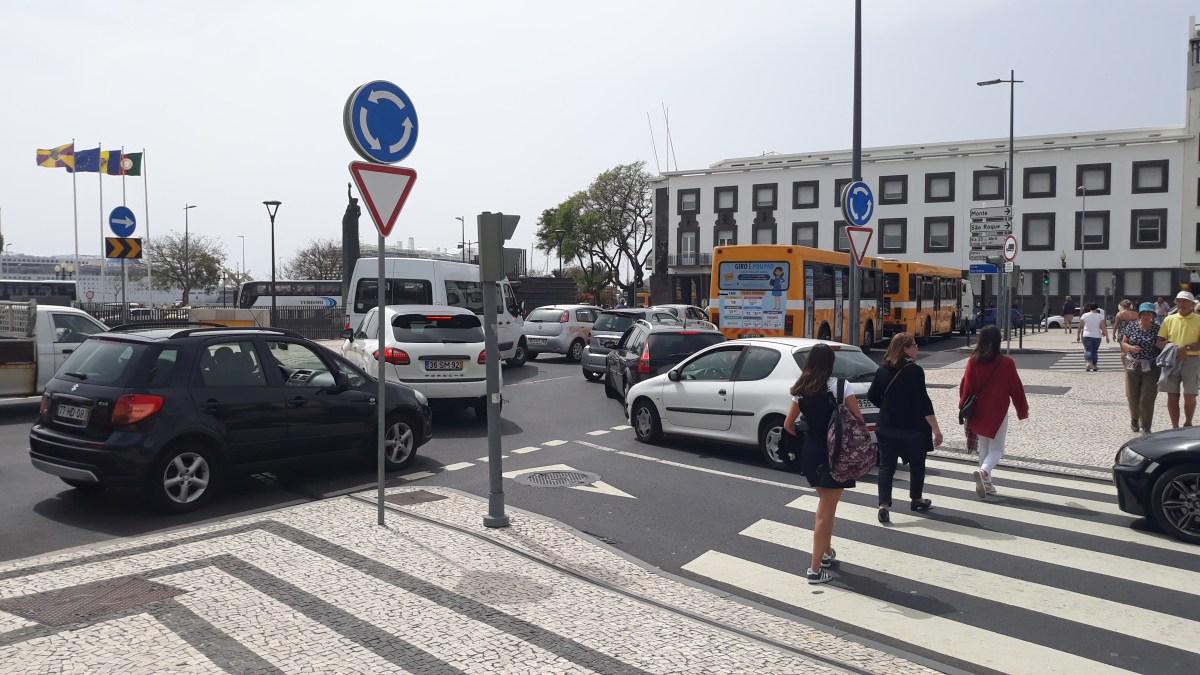 Câmara lamenta discurso fácil da Horários do Funchal e revela ter sido criada uma zona que impedisse os autocarros de se atravessarem na estrada