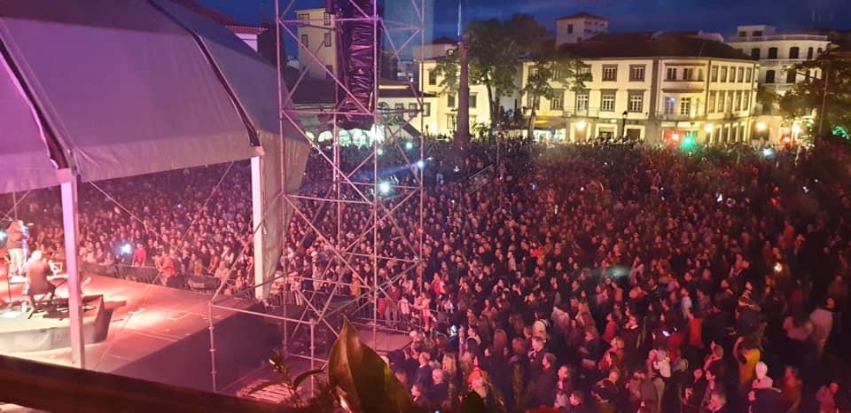 Veja a mais famosa canção de Carolina Deslandes no concerto do Funchal [vídeo]