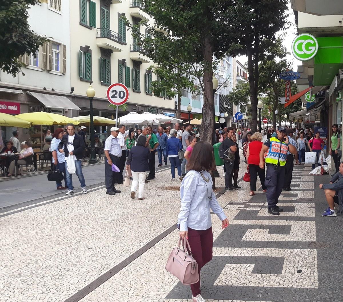 Polícia obrigada a intervir em desordem na Fernão de Ornelas