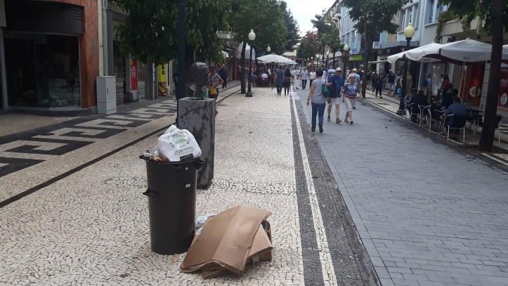 Lixo na Fernão Ornelas