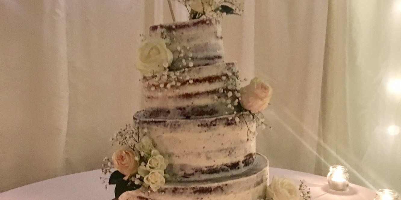 Wedding Cake Autmnal Middleton Lodge Live Music Func On The Rocks