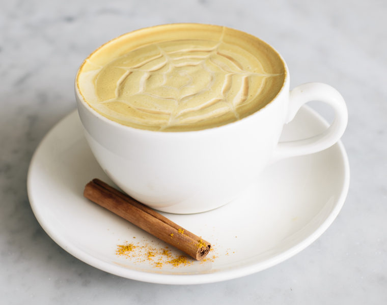 THE EASIEST—AND HEALTHIEST—PUMPKIN SPICE LATTE YOU'LL EVER MAKE