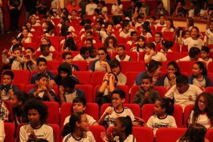 Theatro Capitólio recebendo alunos da rede de ensino de Varginha para Mostra Offcine