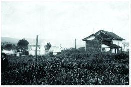 Cemitério Paroquial e Capela de São Miguel. Eram localizados na Praça José de Rezende Paiva (Praça da Fonte). 1918.