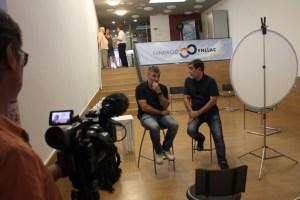 El equipo de reporteros del programa Crónicas de TVE en la sede de la Fundació