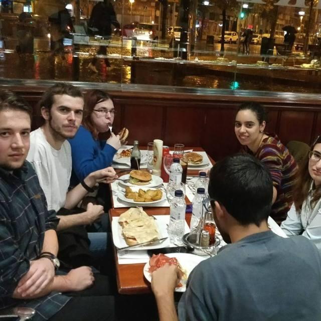 Sortim a sopar! grupExplora casalFriends saturdaynight Ikerorestaurant FundaciFriends SomComSom