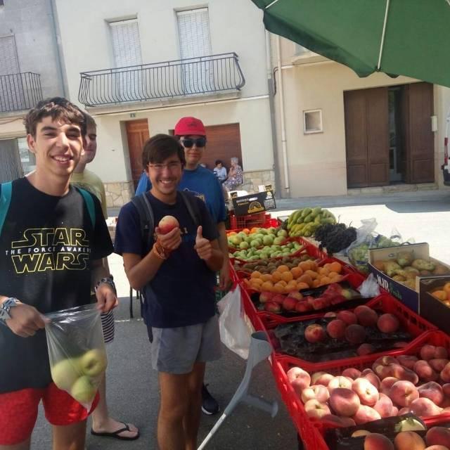 Bona fruita al Mercat de Tornabous! Projecte Espavilat estades dentrenamenthellip