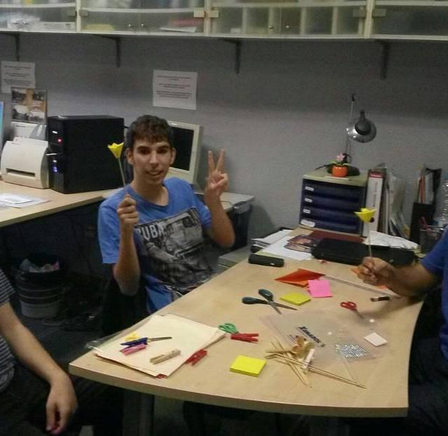 Aquest divendres hem tingut el primer taller dOrigami al Casalhellip