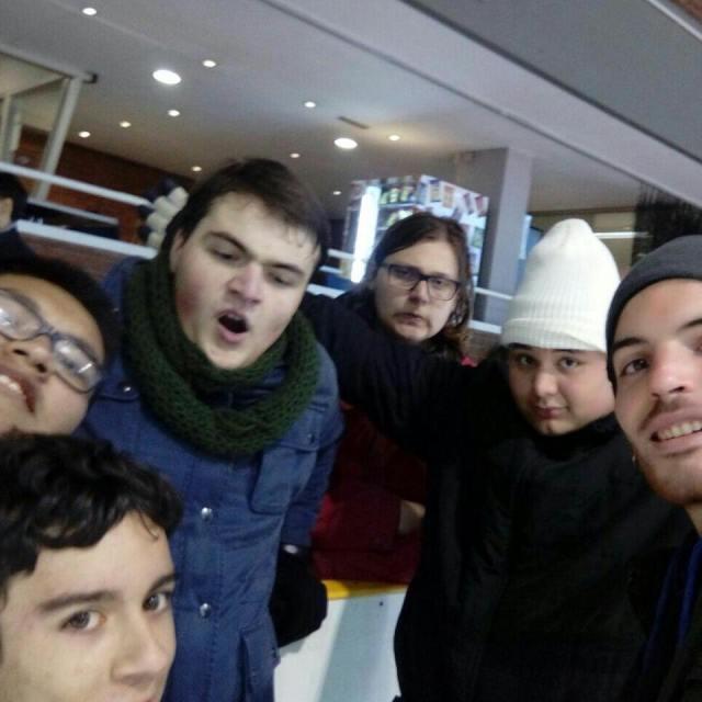Tarda de patinatge sobre gel pels nois i noies delhellip