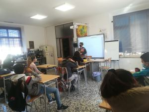 Jóvenes del proyecto 'Fenix' en el taller de 'Crisol'