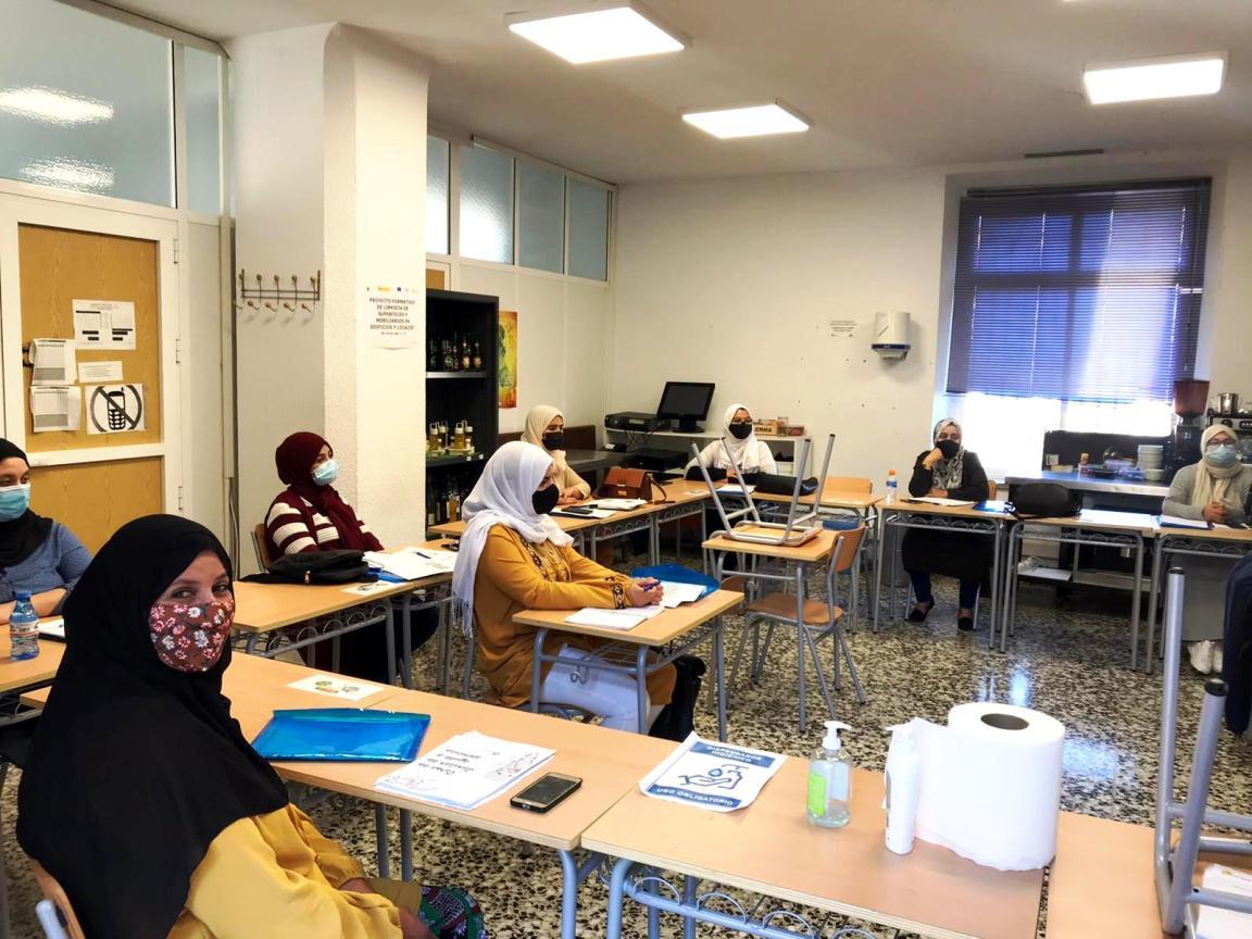 Mujeres marroquíes se forman como cuidadoras en domicilios
