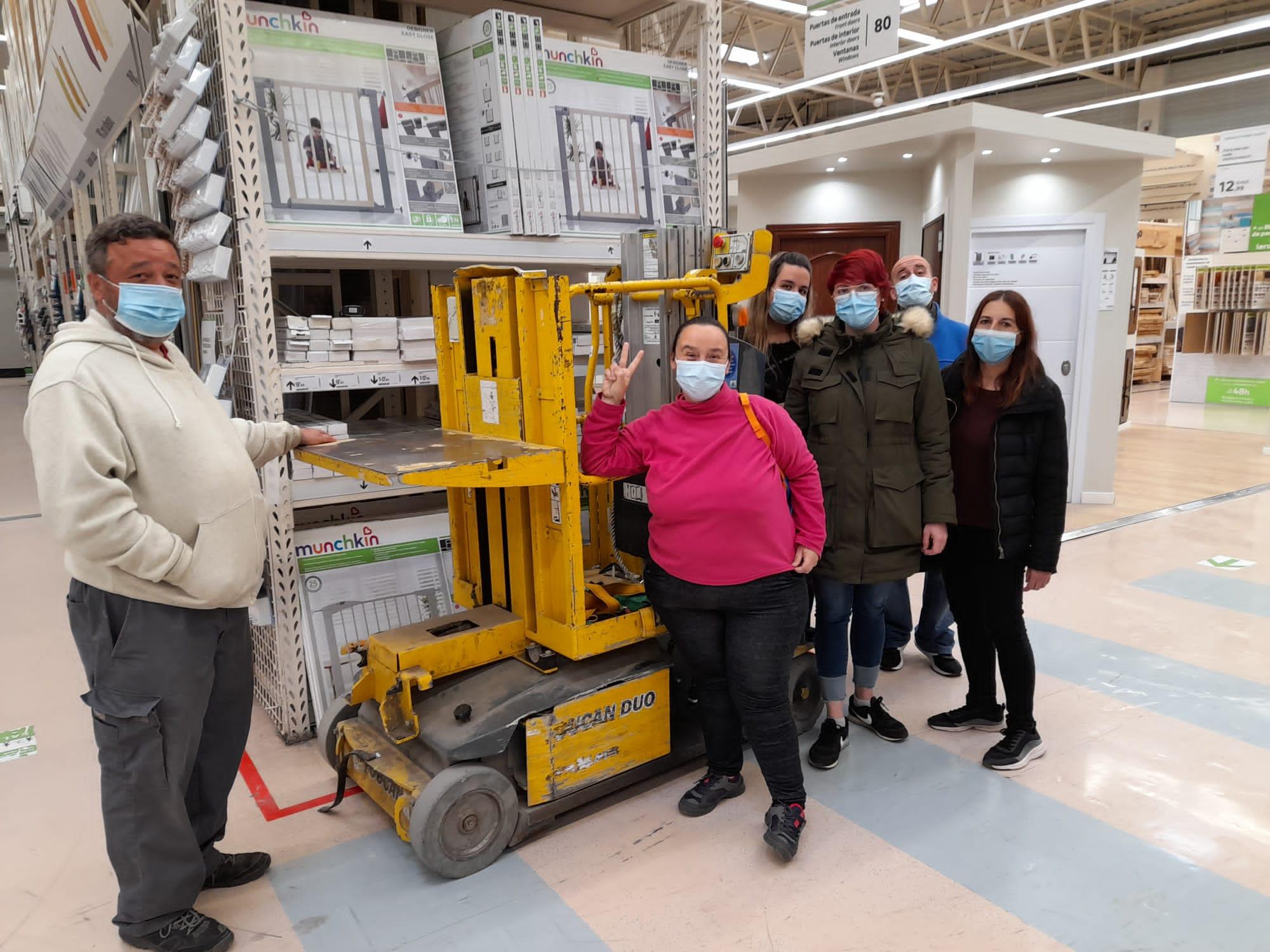 El programa «+Empleo» forma a 14 personas en riesgo de exclusión social como auxiliares de almacén