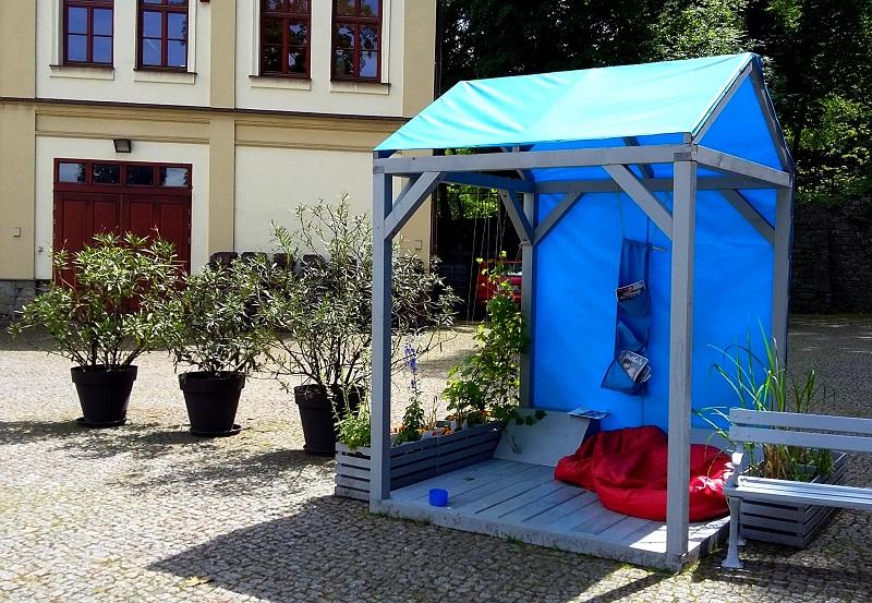 designerska nowoczesna altana wypoczynkowa w ogrodzie społecznym w cieszynie
