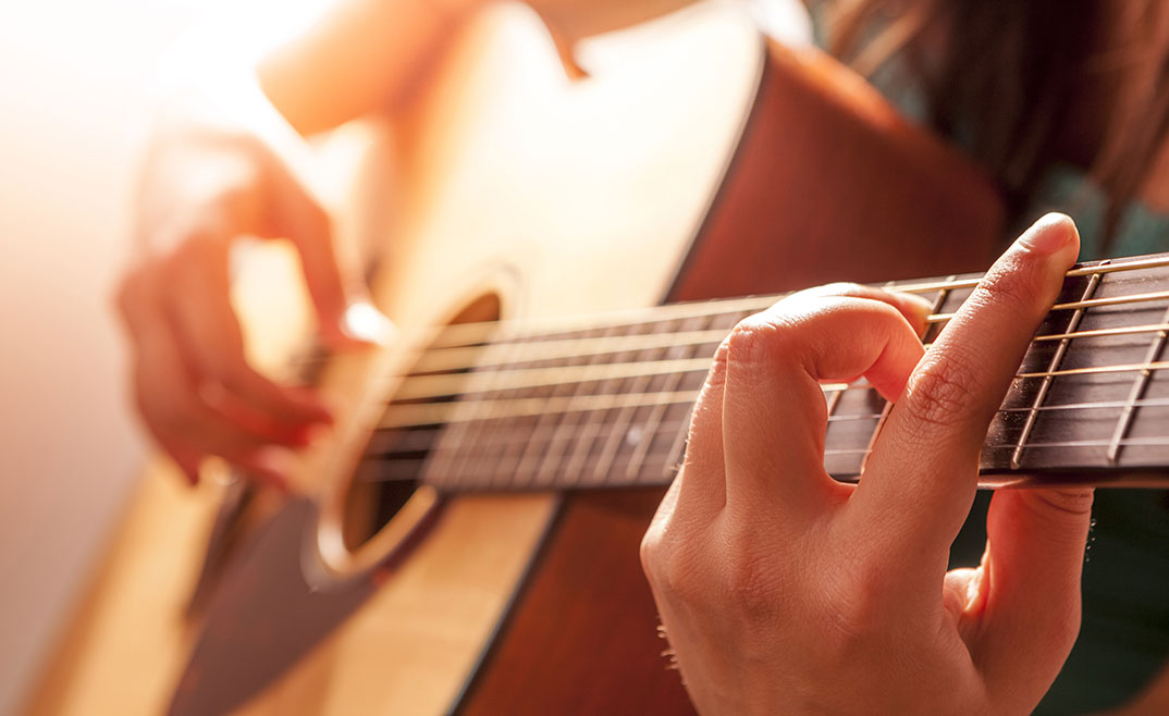 How to Learn Guitar and Play it in less than 10 Days?
