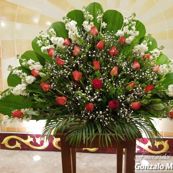 Arreglo Floral Mediano Con Rosas Varias