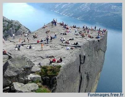 funimages images photo insolite extreme lieu norvege Preikestolen fjords falaise rocher