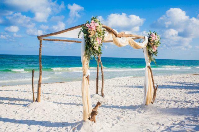 aubrey matt tulum wedding akiin beach club 02 19 1024x683 - 5 étapes faciles pour planifier une fuite à Tulum