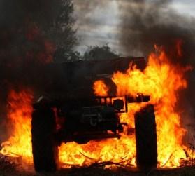 Руски Hummer - върви в огън