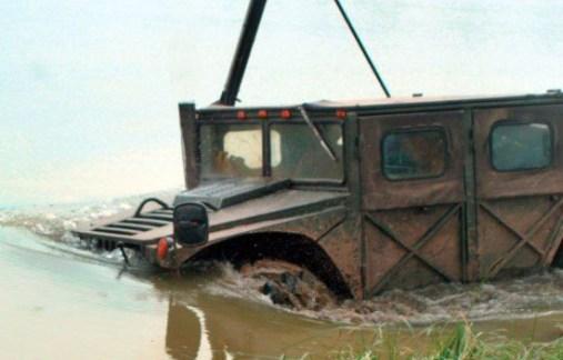 Руски Hummer - върви под вода