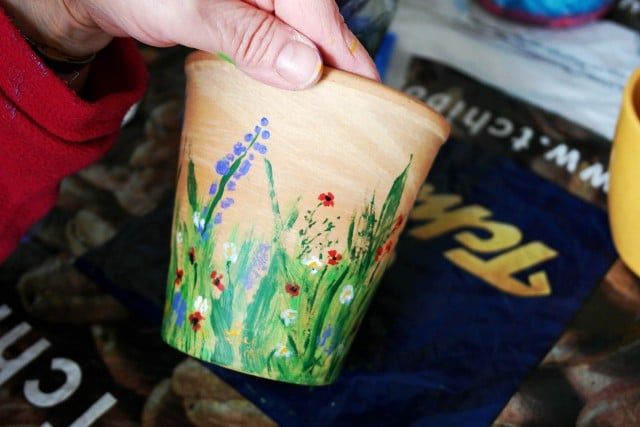 Blumentopf bemalen mit Farben