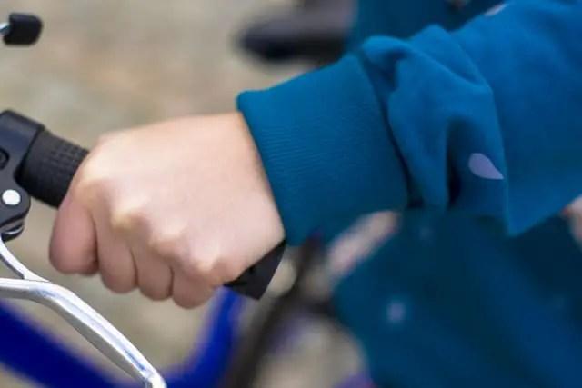 Bündchen am Fahrradpullover eingeklappt