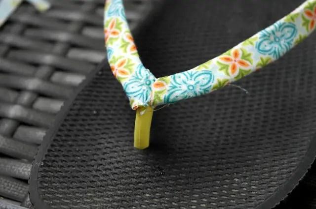 DIY - Sandalen mit Stoff bekleben