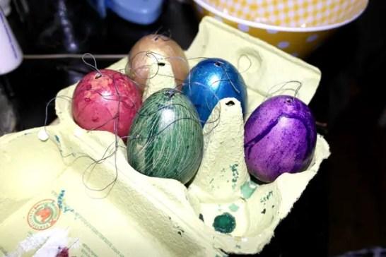 Bunte Ostereier mit Seidenmalfarbe von Helen