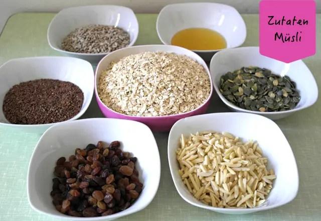 Zutaten für selbst gemachtes Knuspermüsli