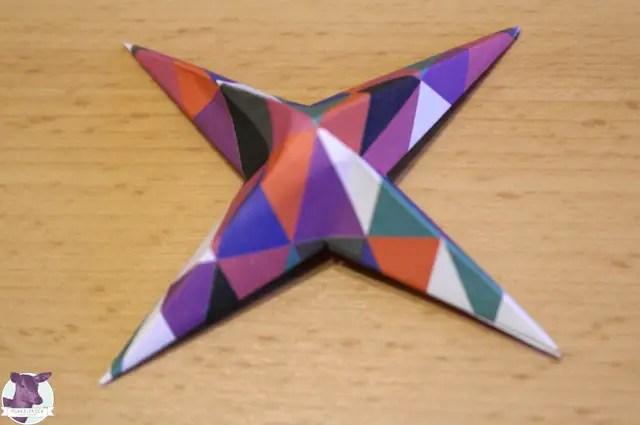 Bastelideen für Kinder - Sterne aus Papier basteln