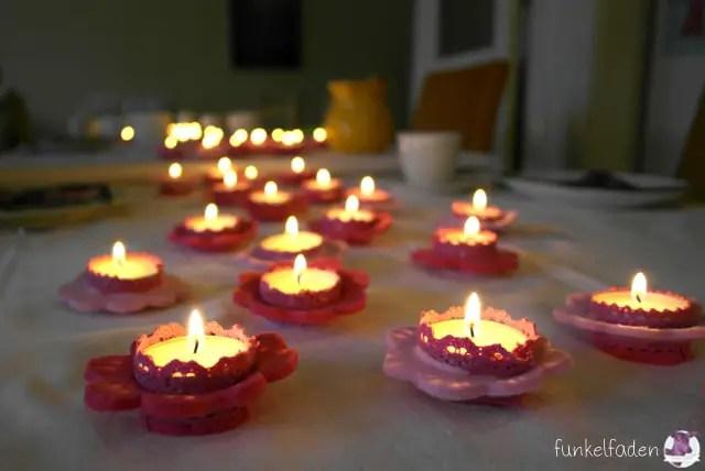 Blumige Tischdekoration - 75 Kerzen für Omas Geburtstag
