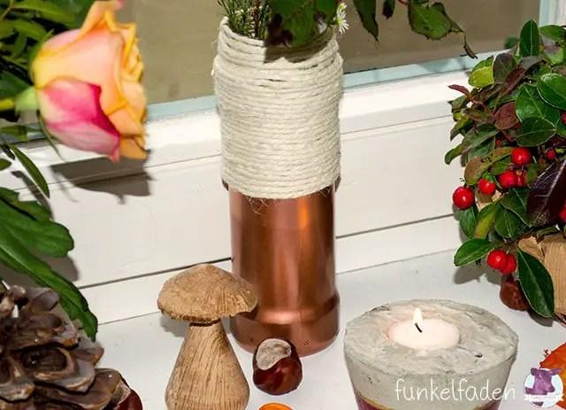 Vase aus alten Gläsern basteln