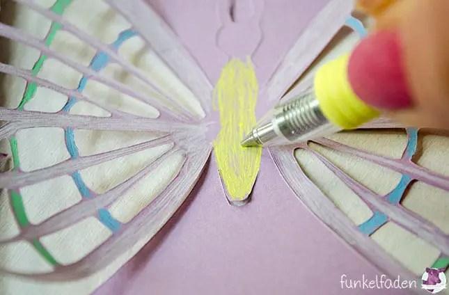 Schmetterling zeichnen mit Gelschreibern
