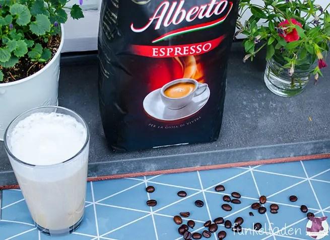 Alberto Kaffee auf dem Balkon