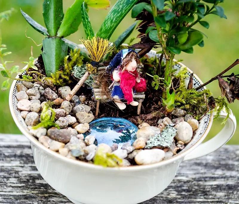 Fairy Garden - Hexe in einer Kaffeetasse