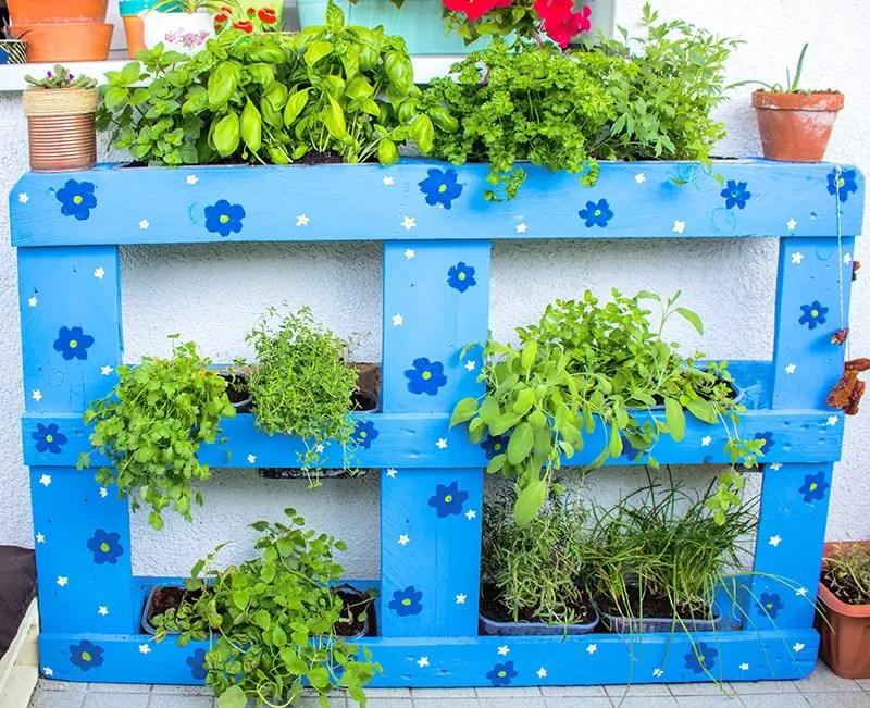 Upcycling - Anleitung Beet aus Palette bauen