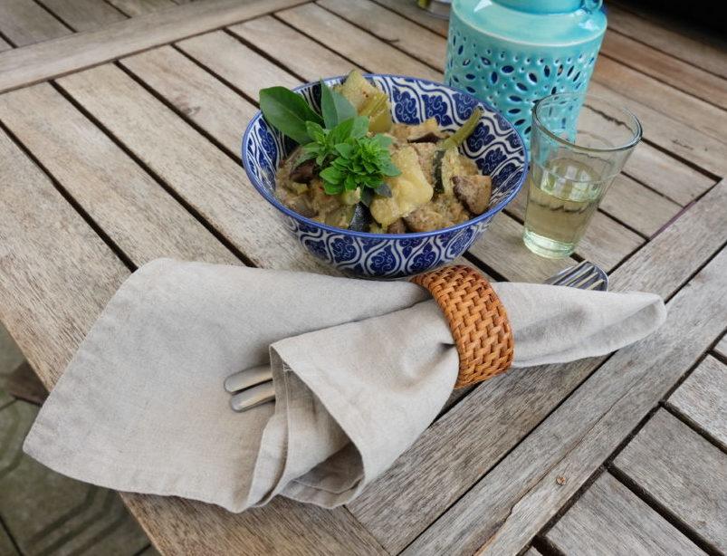 grünes Thai-Curry schön serviert