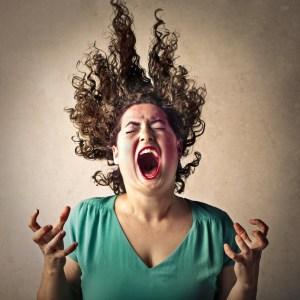 schreiene Frau