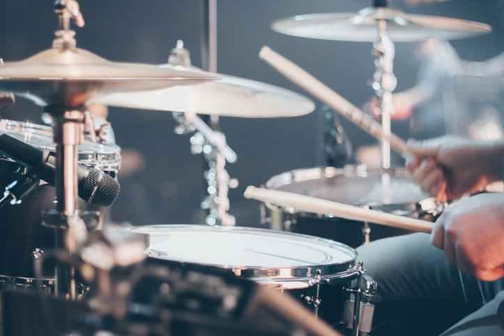 tilt shift photo of acoustic drum set
