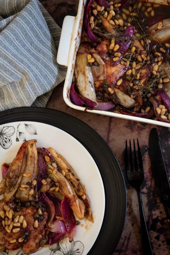 Witlof met kippendijen en balsamico uit de oven