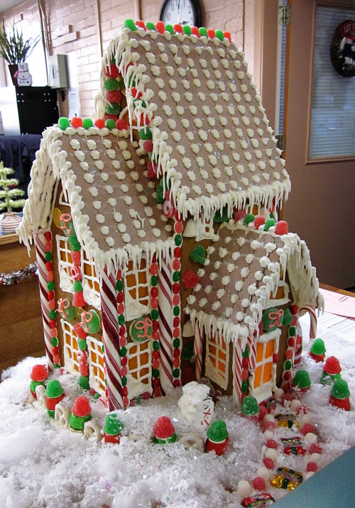 Gingerbread-houses-red-and-green