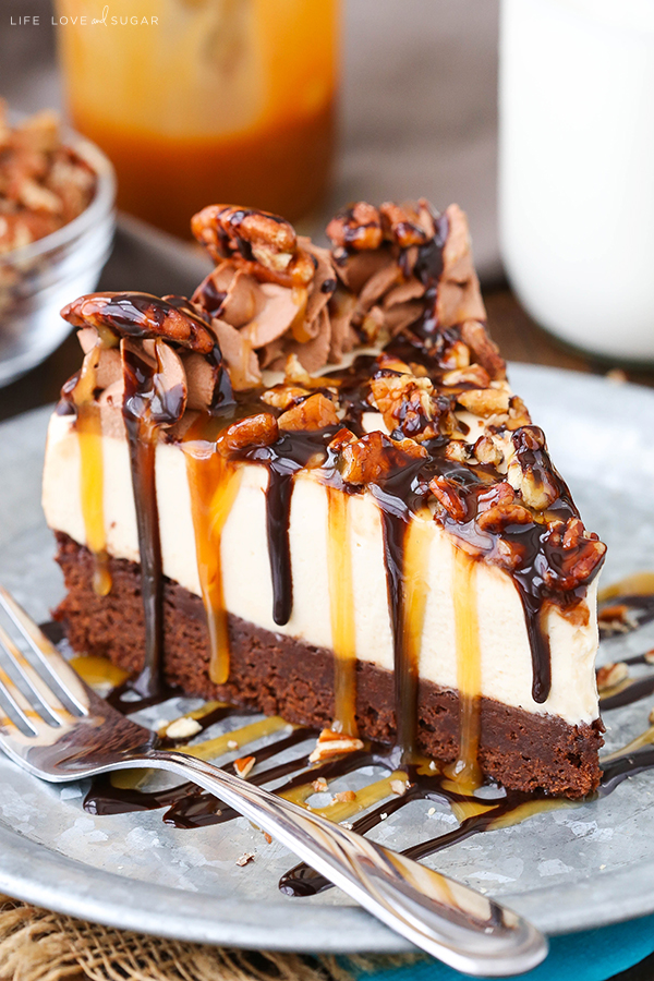 You can never go wrong with a Thanksgiving cheesecake like this