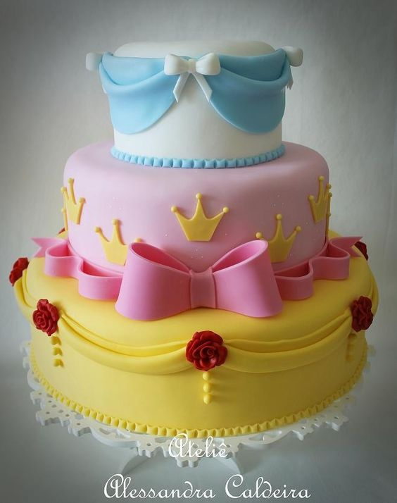 Princess cake with bows