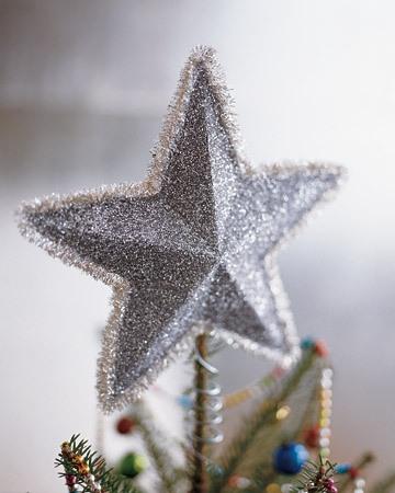 Você pode fazer um asterisco de miçangas, e é possível usá-lo para sua fundação ... Curvo cabide de metal para roupas! O principal é que o humor festivo e a fantasia não vão deixar você enquanto se prepara para o feriado - e tudo definitivamente vai funcionar!