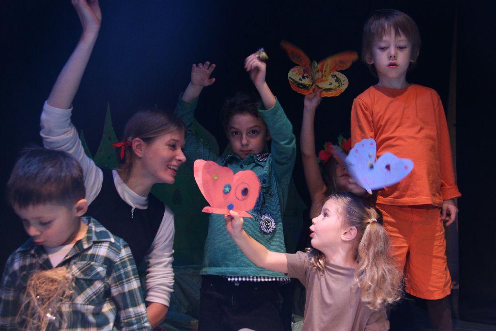 Дети играют в театре фото