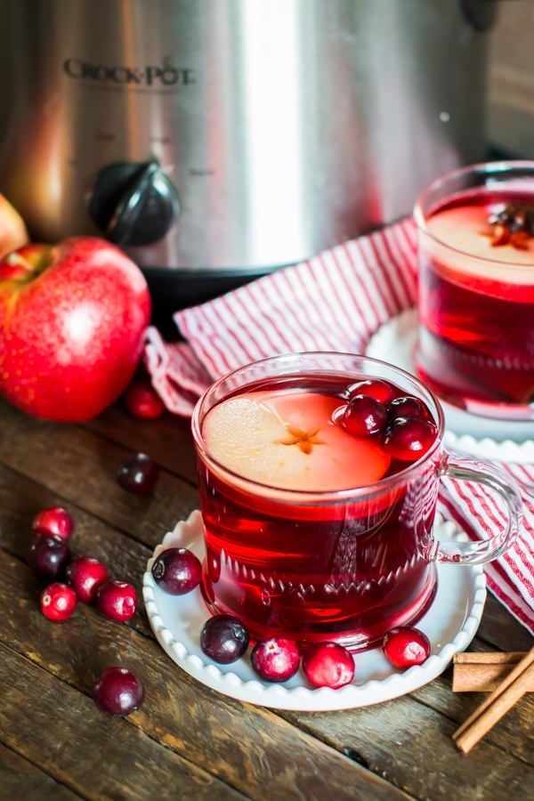 slow-cooker-cranberry-apple-cider-1-2
