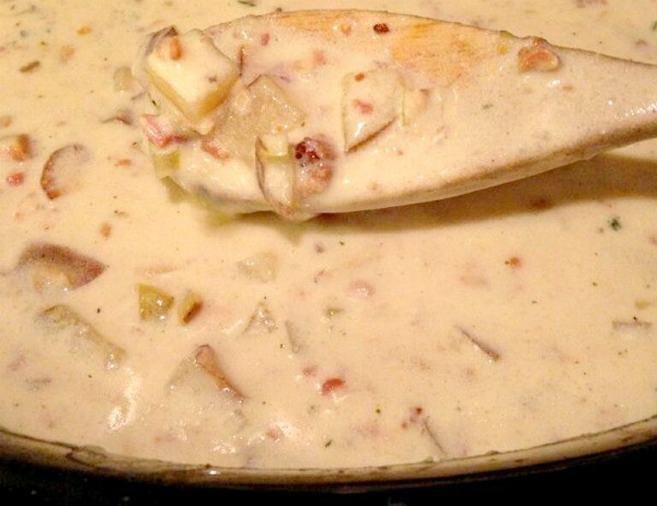 If you're looking for a delicious, crowd-pleasing, and easy crockpot clam chowder, this is it! I love this slow cooker clam chowder recipe!