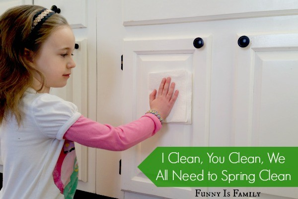 The sun is glistening on the cobwebs in the corners which tells me it's time for spring cleaning! Get my lazy girl's guide to easy cleaning here! #SpringClean16 #Walmart