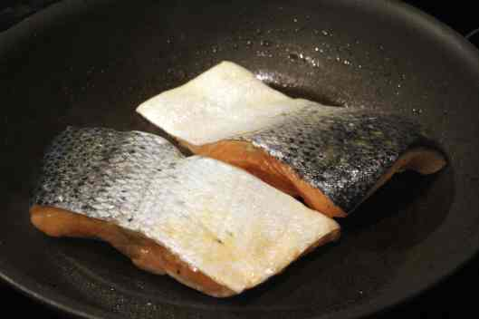 Start salmon on top side